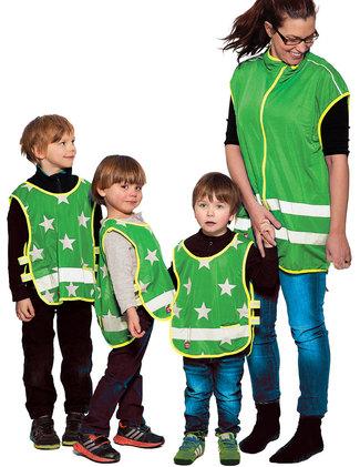 Gröna reflexvästar med stjärnor.