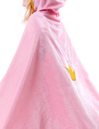 Vacker guldkrona på ryggen av manteln